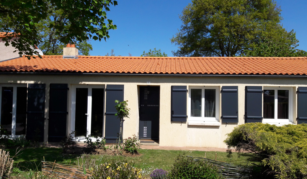 volet-battant-facade-bois Volets - Ozea ouverture